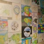 """Joonistusvõistluse """"Eesti maailmakaardil"""" tööde näitus"""